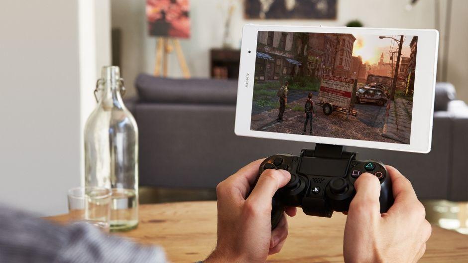 С этим смартфоном Sony вы можете играть в игры для PS4 на контроллере, даже когда консоли нет под рукой.